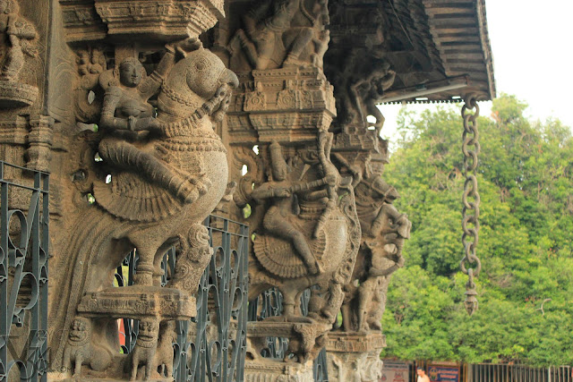 Artistically carved front pillars of the 100-pillared Mandapam and the famous stone chain