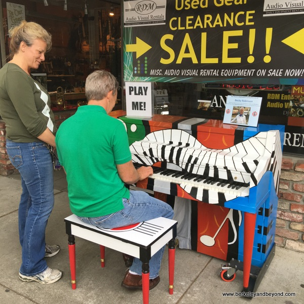 piano to play at First Friday Art Walk in Woodland, California