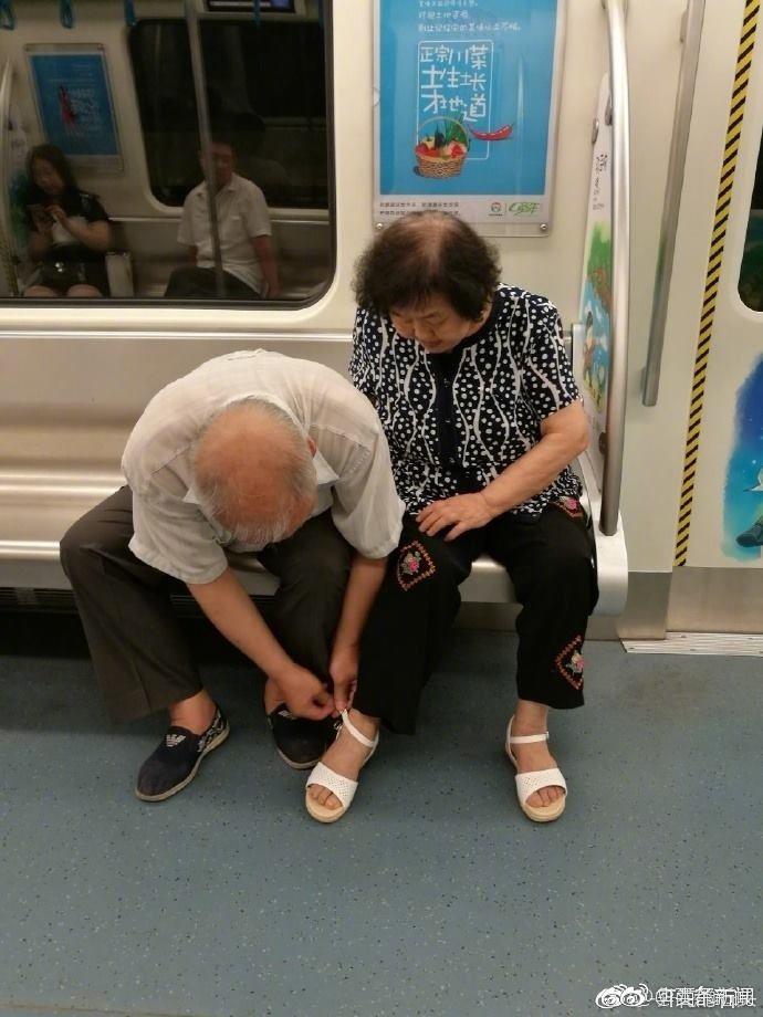 Senior's lacing of his wife's shoe on subway shows true love