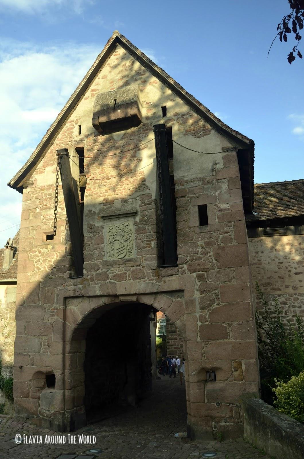 Entrada al pueblo con puerta levadiza, Riquewihr