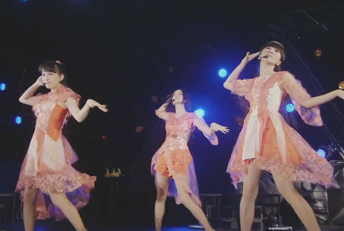 Perfume perform at the Japanese music festival METROCK wearing Soul Calibur DLC outfits | Random J Pop