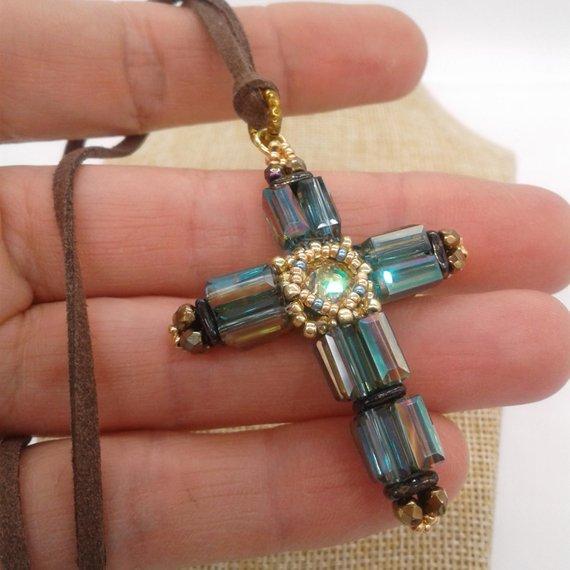 8 Awesome Beaded Cross Pendants Tutorials