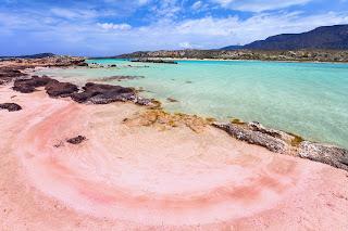 Элафонисси пляж с розовым песком на острове Крит