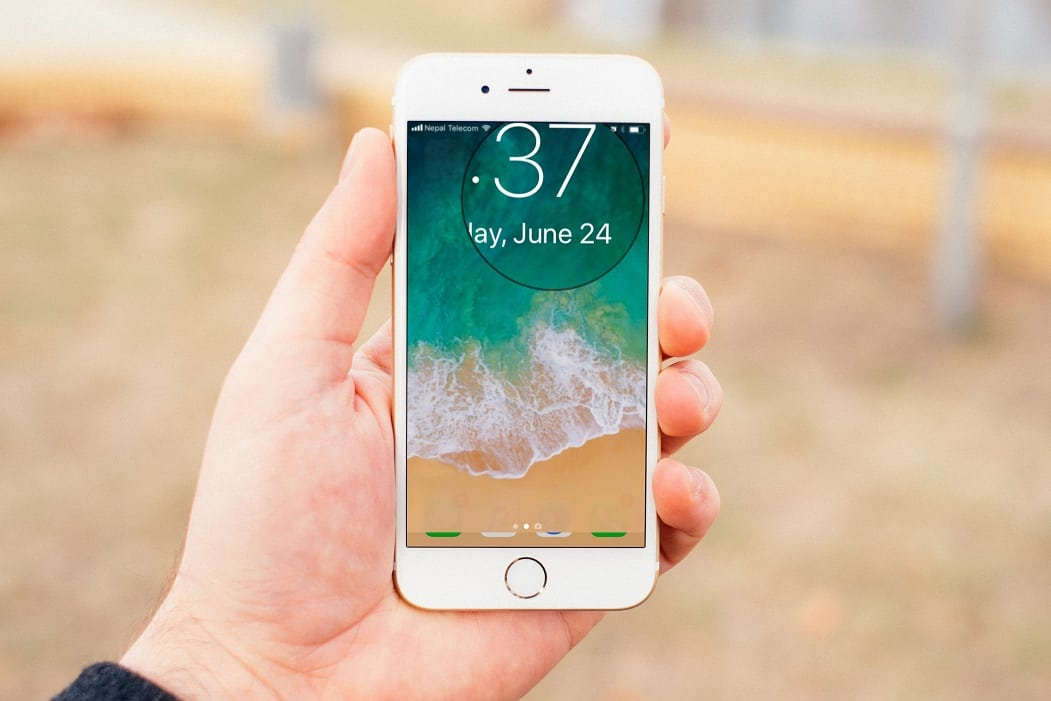 The best Jailbreak tweaks for Lock screen compatible with iOS 10/10.1.1/10.2. You can now personalize your iPhone's/iPad's lockscreen with these cydia tweaks compatible with iOS 10