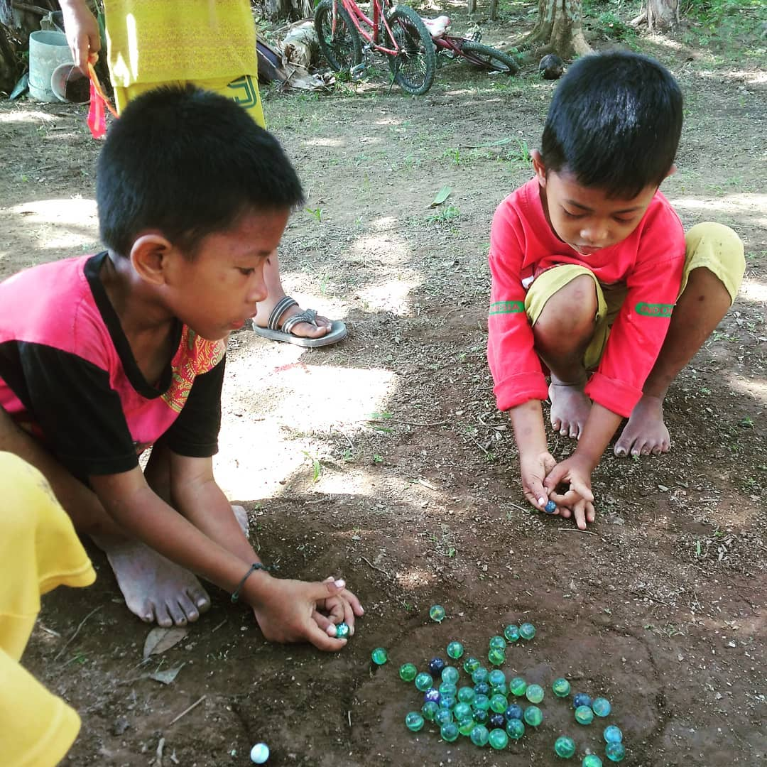 Permainan Tradisional Masyarakat Indonesia Permainan Tradisional Indonesia Bermain Kelereng