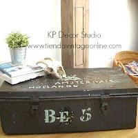 Cajones industriales antiguos. baúles vintage. muebles estilo industrial decoración valencia. Maletas-baúl.