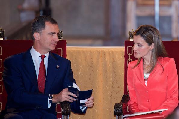 Prince Felipe  and Princess Letizia  attended the 'Prince de Viana' award 2014 at the San Salvador