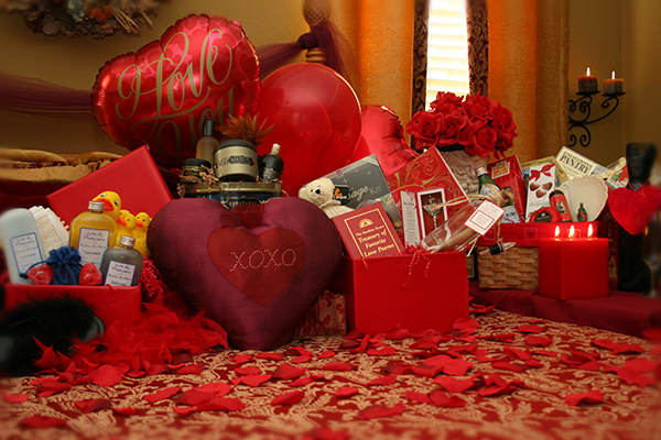 Creative romantic valentines day ideas for him her at home for Creative valentines day ideas for wife