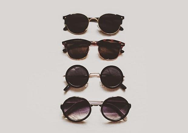 46c5d271d Quem gosta de acessórios com estilo de antigamente já deve ter notado o  retorno dos óculos gatinho, oversized, Wayfarer, coração, aviador,  redondinhos, ...