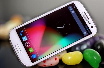 Después de que se reporto un grave problema de seguridad en varios smartphones con Android que tienen el chip Exynos, el cual permite tener acceso total a la memoria del sistema sin necesidad de pedir permiso para poder ejecutar código malicioso ya sea para robar datos personales o dañar tu smartphone, ahora parece que el asunto es mas serio. Es que en la red ya hay reporte de cientos de usuarios que han reportado que su Galaxy S3 GT-I9300 y GT-I9305, han dejado de funcionar del todo, en pocas palabras han tenido un brickeo total, despues de unos 6 meses