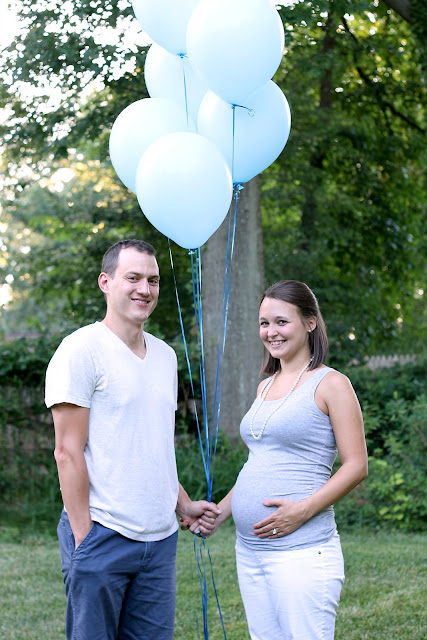It's a boy! Gender reveal photo idea with balloons!