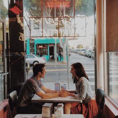 Cinta Pada Pandangan Pertama Itu Hanya Mitos Belaka. Ia Datang Karena Terbiasa
