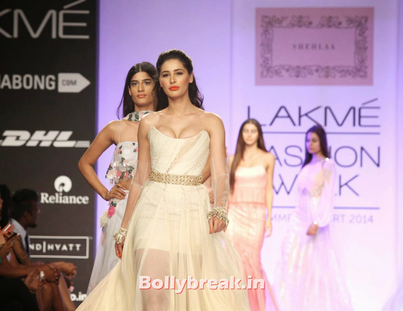 , Nargis Fakhri sizzle in White Gown at Lakme Fashion Week (LFW) 2014