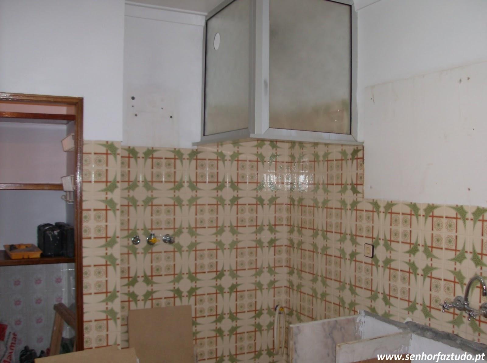 Faz tudo pelo seu lar !®: Remodelação de uma cozinha na Reboleira #684A38 1600 1194