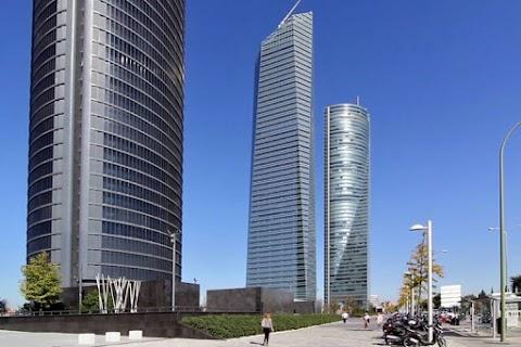 Az ausztrál nagykövetségre érkezett hamis bombafenyegetés miatt ürítették ki az egyik madridi toronyházat