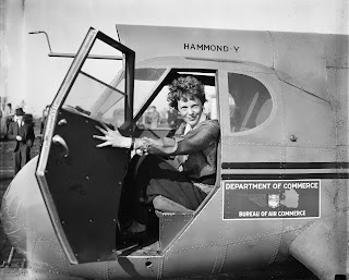 Amelia Earhart w 1936 roku By Harris & Ewing [Public domain], via Wikimedia Commons