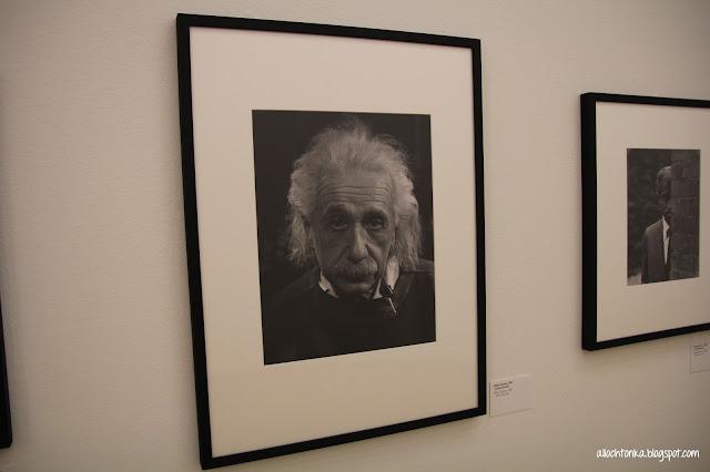 Fotografia Einsteina na wystawie Halsmana