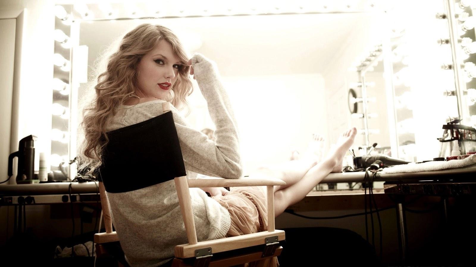 Singer Taylor Swift Wallpaper