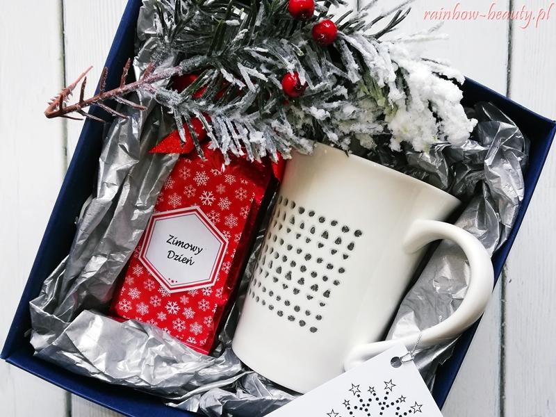 zimowy-dzien-herbata-kubek-prezent