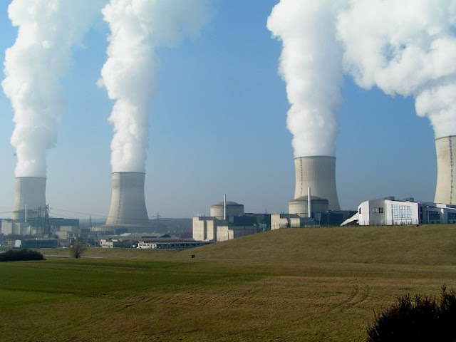 South Africa signs nuclear deal with France