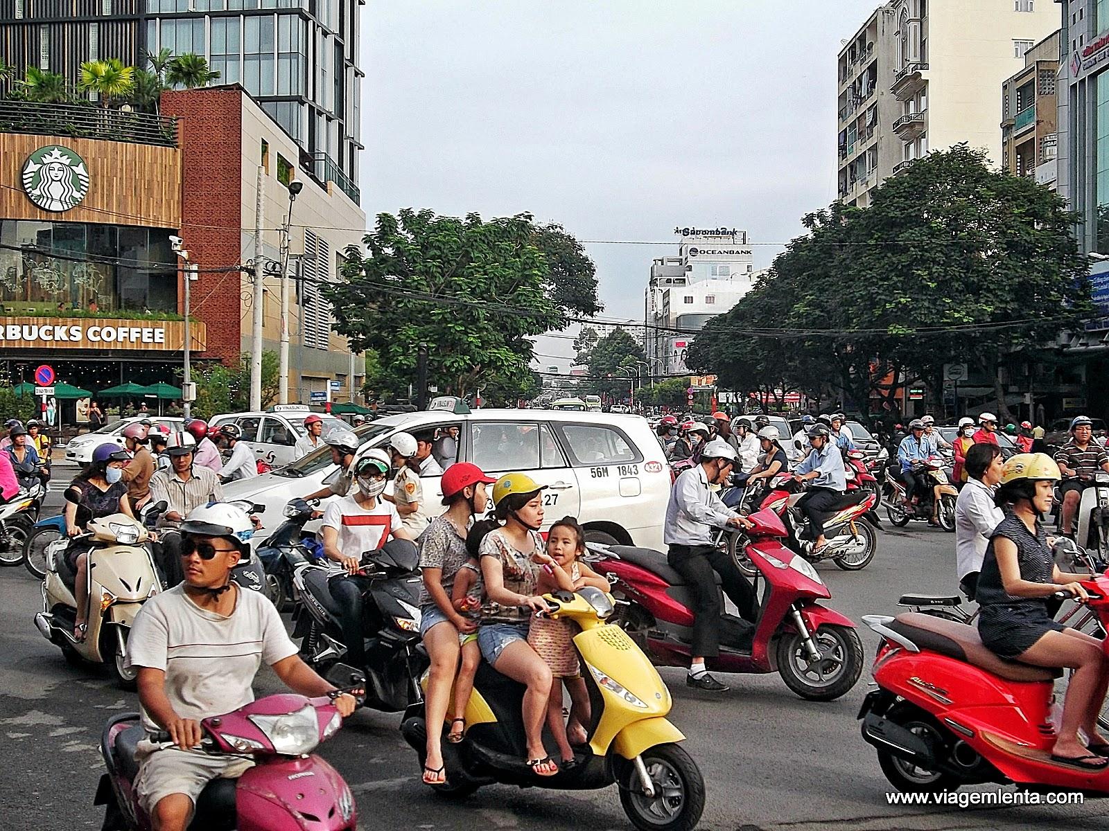 Relato da viagem à Ho Chi Minh, maior cidade do Vietnã, Túneis de Cuchi, museus, guerra, rock e muitos scooters!
