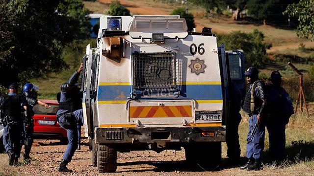 Tres mujeres raptan a un hombre en Sudáfrica, lo violan durante tres días y lo abandonan semidesnudo