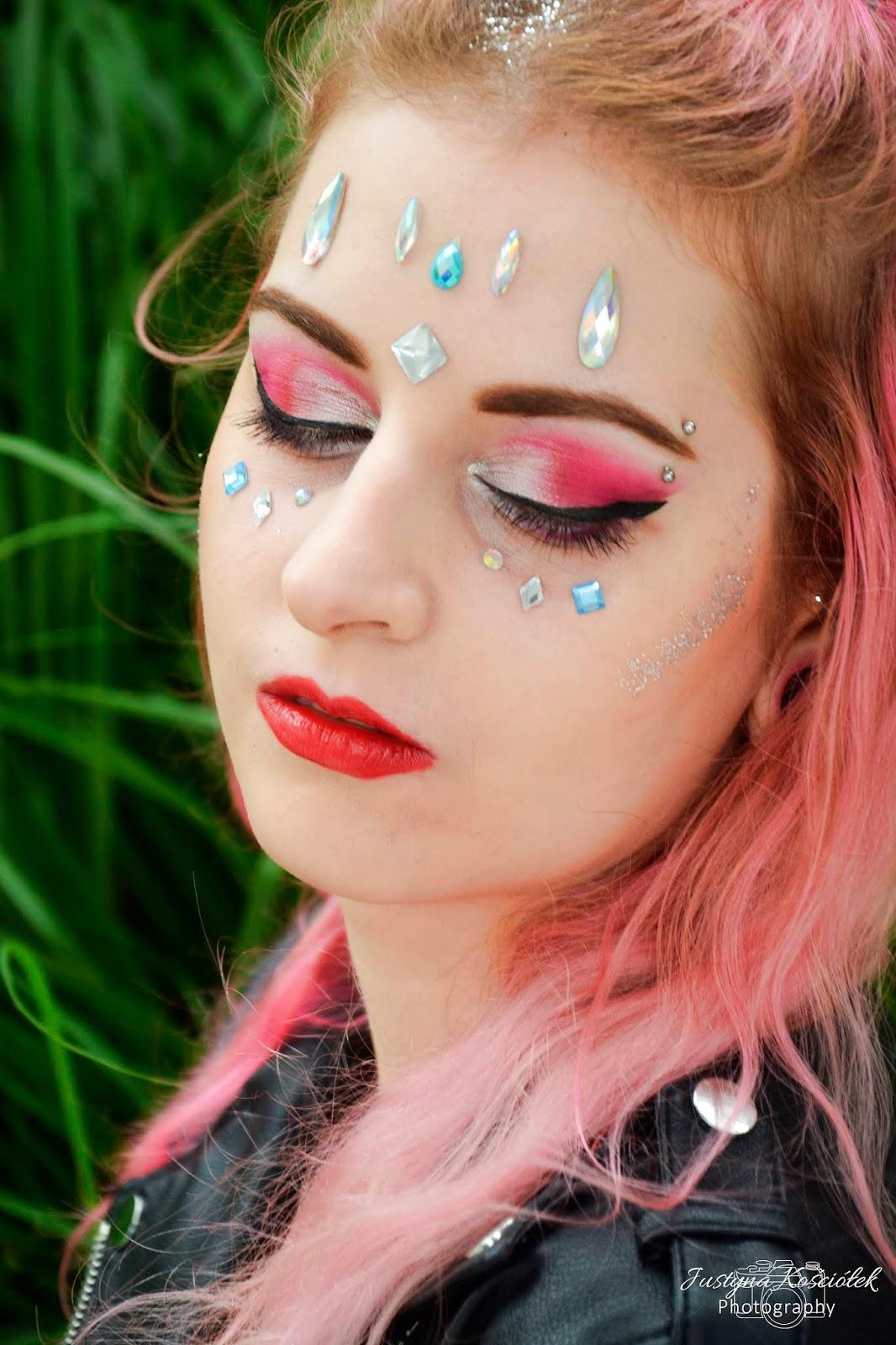 Festiwalowy makijaż i stylizacja! Festiwalowy makeup, festiwalowy look, zaful, puma, sinsay, różowe włosy, farba różowa, naklejki do twarzy, brokat, brokat we włosach, bralet, kombinezon, kombinezon zaful, trendy lato, lato 2018, trendy lato 2018
