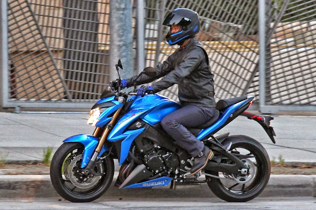 Suzuki GSX-S1000 Naked Bike 2015 Di Dedahkan