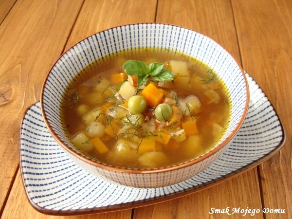 Zupa z podsmażanymi warzywami i groszkiem
