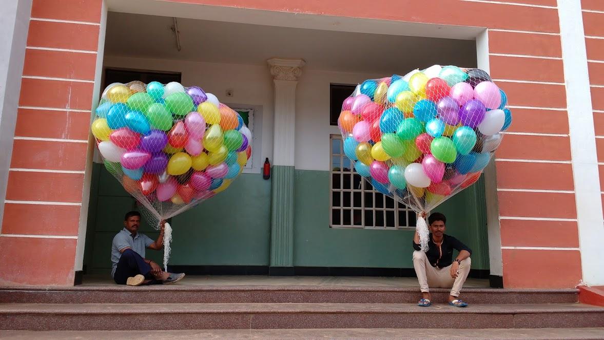 Mass balloon release at ssvm world school coimbatore for Balloon decoration in coimbatore