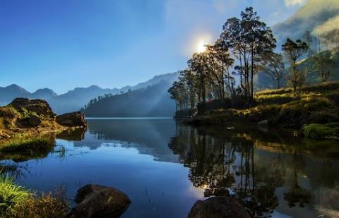 Danau Segara Anak, Bagian Dari Trekking ke Gunung Rinjani yang Indah Menawan
