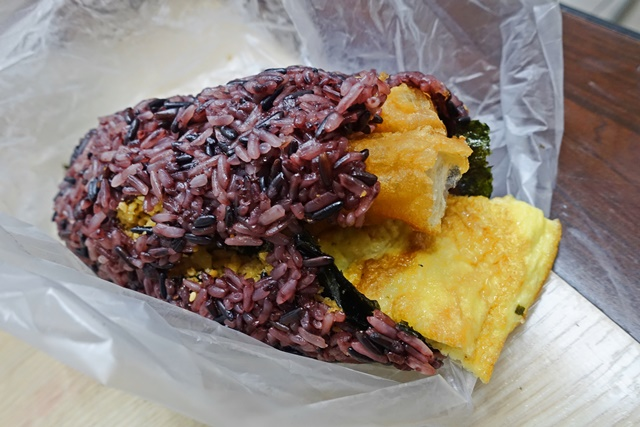 ㄇㄇ紫米飯糰/香菇素麵線~台北葷素/捷運行天宮站蔬食早午餐
