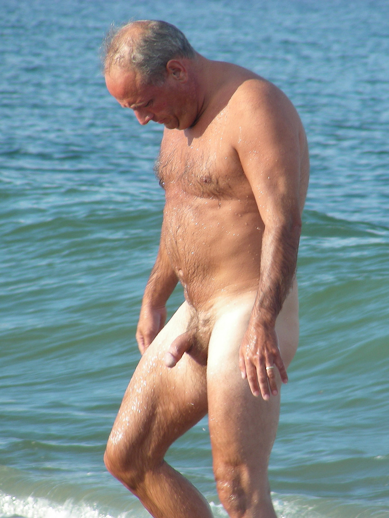 Beach dad nude