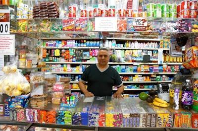 Resultado de imagen para Pequeños comerciantes dominicanos NY deli grocery
