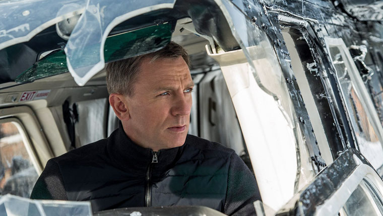 James Bond (Daniel Craig) im Helikopter über Mexico City. Quelle: SPECTRE Trailer (MGM/Columbia Pictures)