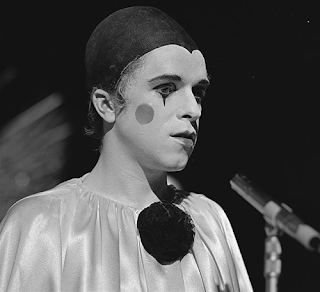 singer and songwriter Leo Sayer dressed as a clown on TopPop TV show in the 1970s