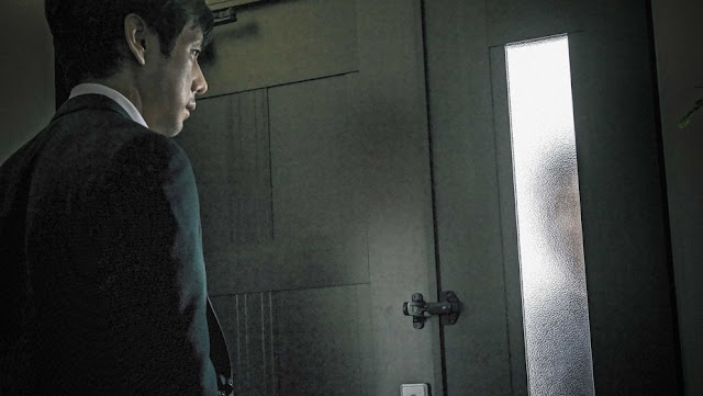 Kiyoshi Kurosawa,  Creepy, Director Kiyoshi Kurosawa is well-versed in evoking atmospheric horror through subtle variations in shadow and light. The above picture depicts one of those moments in the narrative.