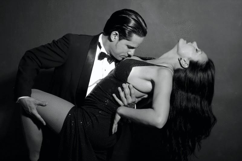 Парень сексуально танцует #14