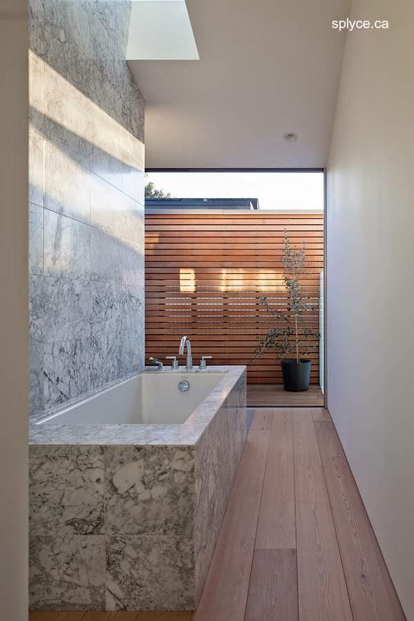 Bañera del baño principal de la residencia