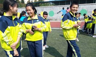 Sekolah Cina Gunakan Seragam untuk Lacak Lokasi Siswa