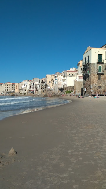 Cefalu plaże na Sycylii, jak wyglądają