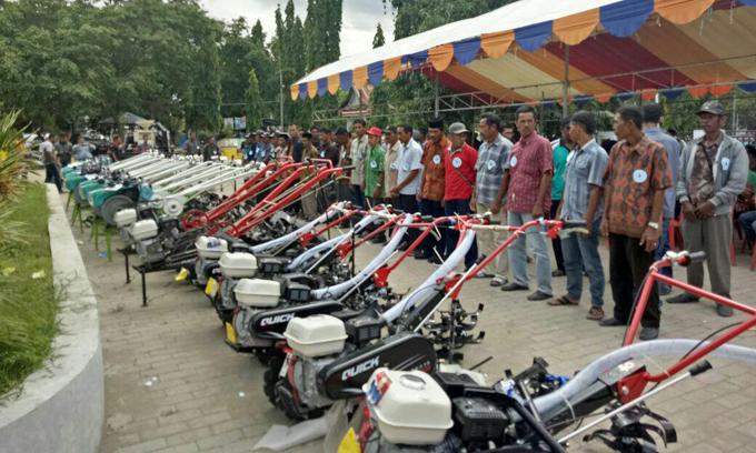 53 Kelompok Tani Terima Bantuan Alsintan Dari Bupati Sinjai