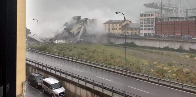 """Κατέρρευσε γέφυρα στην Γένοβα – «Βουτιά» στο κενό για δεκάδες αυτοκίνητα! «Δεκάδες νεκροί"""" αναφέρει η Υπηρεσία Άμεσης βοήθειας"""