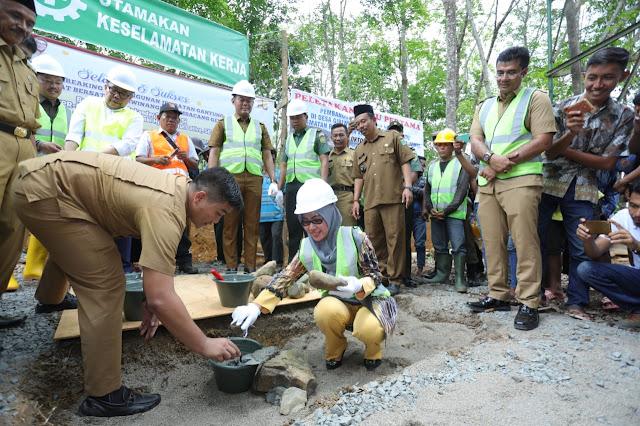 Bupati Tebo dan DPR-RI Dapil Jambi Lakukan Peletakan Batu Pertama Pembangunan Jembatan Gantung