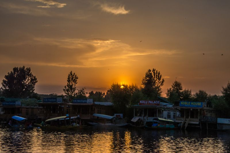 An evening at Dal Lake