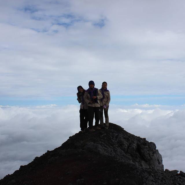 foto puncak gunung kerinci jambi