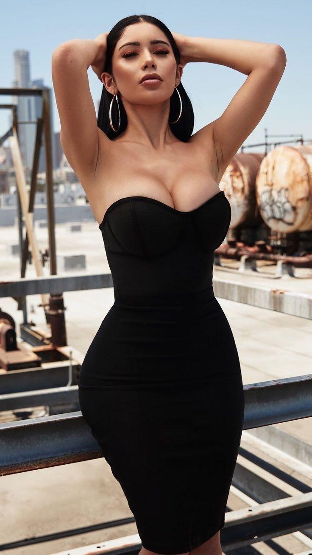 Beautiful hot women gallery: Mature downblouse