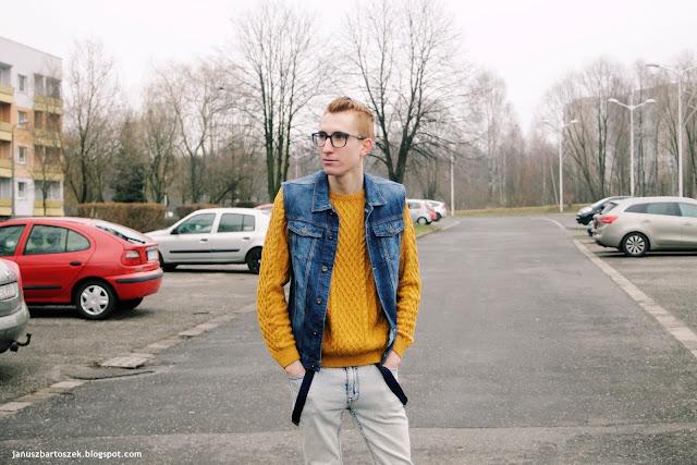sweter ze splotem z jeansową kamizelką