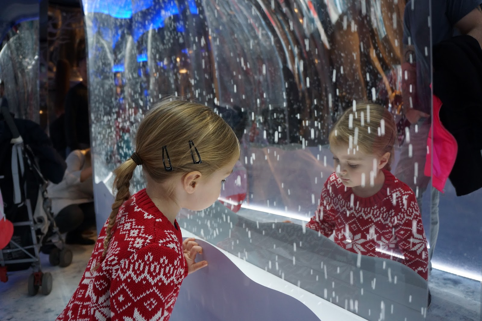 girl looking at snowflake display at harrods christmas grotto 2016