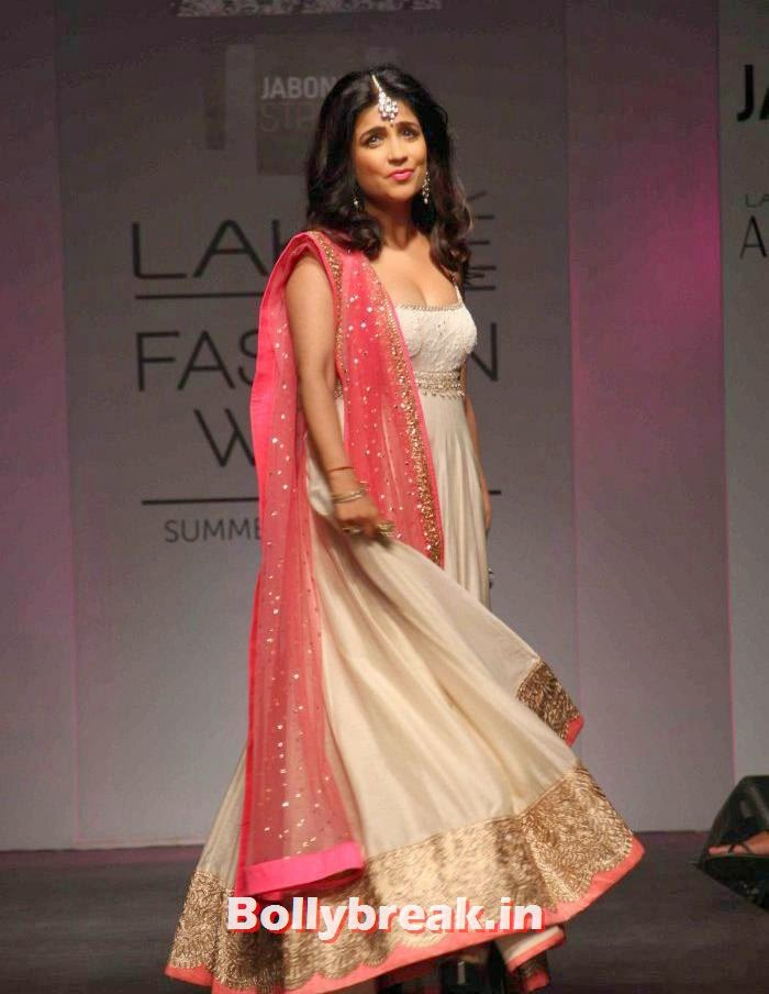 Shibani Kashyap, Ileana D'Cruz at Anushree Reddy Show - Lakme Fashion Week
